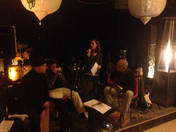 Photo du concert donné par Philippe Roux et son groupe sur le chantier de rénovation de l'immeuble Haussmannien pour un programme de 23 logements sociaux Boulevard de Poniatowski à Paris 12e
